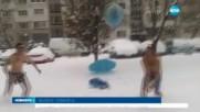 """В """"Моята новина"""": Младежи по бански играха плажен волейбол в София"""