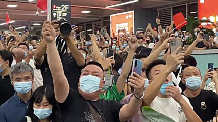 China: Supporters gather in Shenzhen airport to celebrate Huawei CFO's return after agreement with US prosecutors
