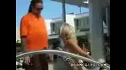piana kaka pravi striptiz i se prebiva v hotel v Las Vegas