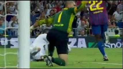 Валдес спъва Роналдо на мача Real Madrid 2-2 Barcelona
