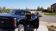 Модифициран пикап за шофиране от инвалид