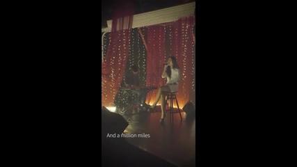 Това момиче пее прекрасно.. Страхотен кавър на Адел - Hello