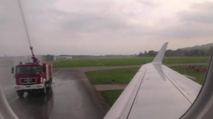 Австрийска авиокомпания пусна 8-минутен полет между Швейцария и Германия