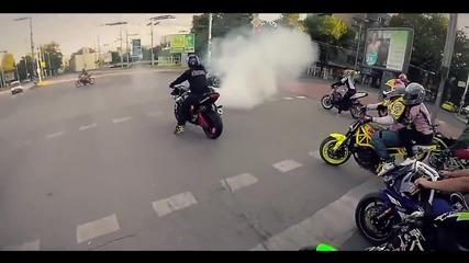 Мотористи полудяват по светофарите в Пловдив !