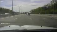 Изхвърчала гума от Тир почупи колата на бедния човек