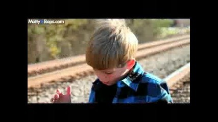 7 годишно хлапе пее Kesha - We R Who We R