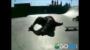Дебеланко прави скейт шпагат