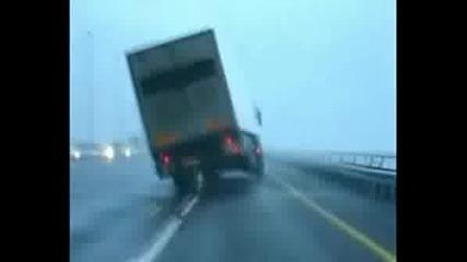 Вятър Преобръща Камиони
