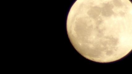Луната заснета с Auto Chinon 200mm F3.5 M42 Vintage lens