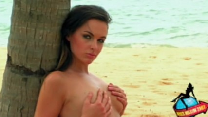 Две секси палавници, които знаят как да се забавляват на плажа