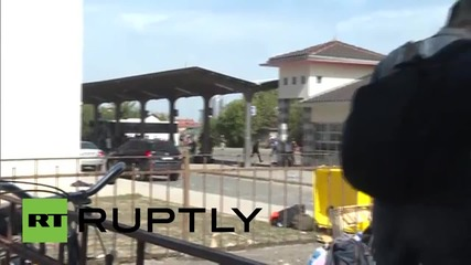 Croatia: Refugees clash with police at Beli Monastir train station