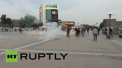 Turkey: Police use water cannon on pro-Kurdish protesters