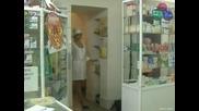 Голи и Смешни Скрита Камера Какво Прави Аптекарката