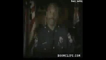 Полицай Пада По Време На Акция