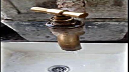 В Твърдица питейната вода освен с кал, е и с голямо налягане!