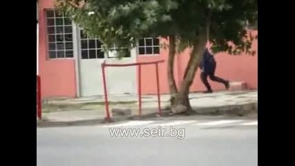 Полицай гони плъх !?! Seir.bg