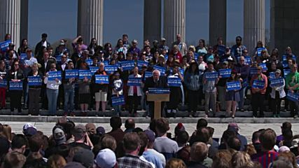 USA: 'There is nothing we cannot accomplish' – Sanders rallies supporters in Rhode Island