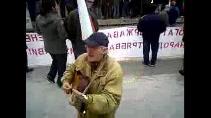 Много готин дядка на протестите в Пловдив (част 2)