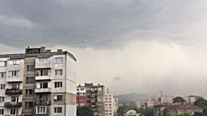 Поройни дъждове удариха Перник