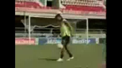 Ronaldinho Удари Греда 5 пъти!
