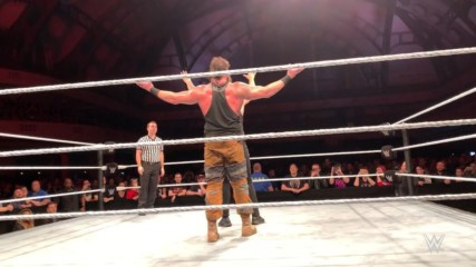 Braun Strowman sneaks up on Baron Corbin at WWE Live in Frankfurt, Germany