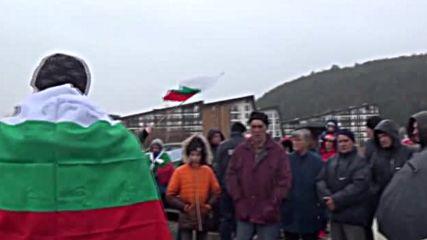 Блокираха пътя Симитли-Банско