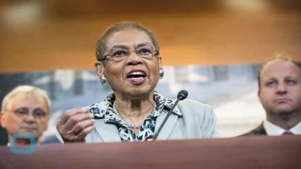 Did a U.S. Congresswoman Complete the Worst Parking Job Ever?
