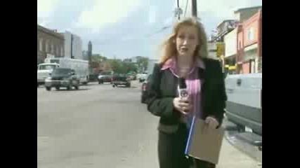 Тъпанар вбесява репортерка