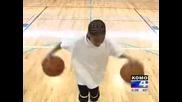 11 Годишно Момче С Невиждани Баскетболни Умения