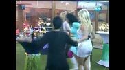 Pamela Anderson играе хоро и кючек - Вип Брадър 2012