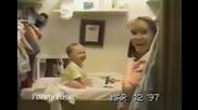 Сладко бебе казва първата си дума