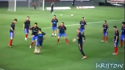 Хуан Мата, който в момента е играч на Челси показва как се прави ! :)