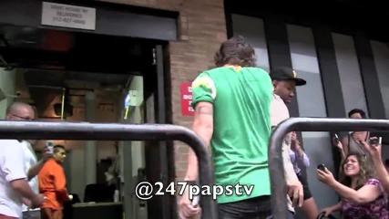 Хари пред хотела си в Ню Йорк на 01.07