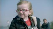 Volvo: 4 годишно момиченце управлява 20 тонен самосвал
