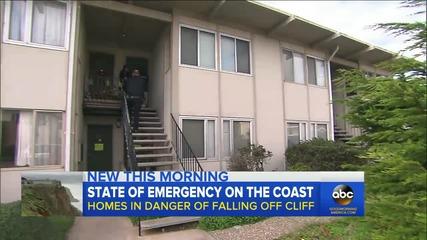 Стихията Ел Ниньо Жилищни комплекси се изсипват в океана!