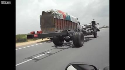 Ненормален индийски камион