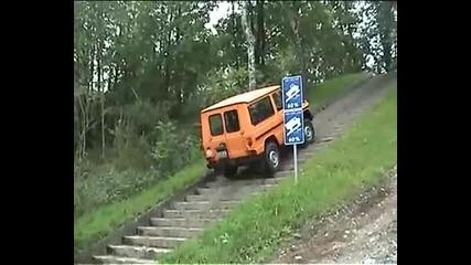 Mercedes-benz G изкачва стълби със 31 градуса наклон