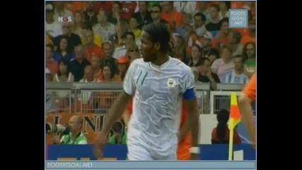 Футбол - Много Смях ! Какво правят Дрогба и Ван Бомел ?