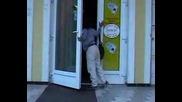 Много пияна циганка - изхвърлена от заведение - Чехия