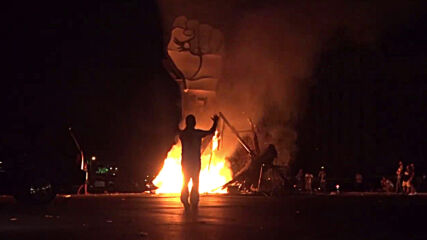 Lebanon: 'Revolution fist' set alight as pro, anti-Hariri demos collide