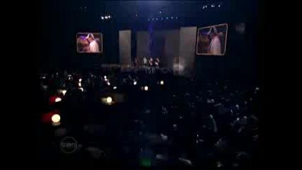 Eminem live at Mtv awards making fun of lindsay lohan