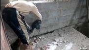 Руснак кърти бетонна плоча