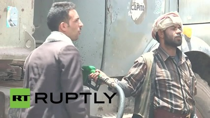 Yemen: Thousands rush to buy petrol as conflict threatens supplies