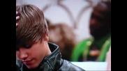 Превод: Смях! Justin Bieber дай си перуката!