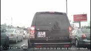 Ето как шофьори в пиков час пропускат свободно да премине бърза помощ!
