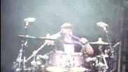 Джъстин Бийбър свири на барабани на концерта си в Париж