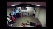 Бой в килията