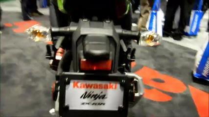 2011 Kawasaki Ninja Zx10r Vs 2011 Bmw S1000rr Walk