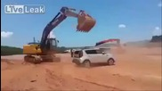 Ядосан работник потрoшава колата на шефа си , поради забавени заплати