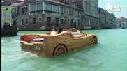Страхотно дървено Ferrari във водите на Венеция